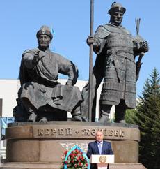 Президент Казахстана открыл в столице памятник основоположникам Казахского ханства Керею и Жанибеку