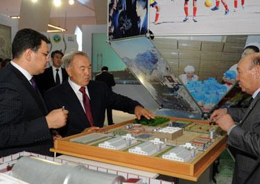 Мемлекет басшысы  Атырау, Жамбыл, Шығыс Қазақстан облыстары жетістіктерінің көрмесіне қатысты