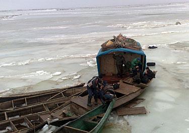 СРОЧНО: В Атырауской области на Каспийском море пропала группа рыбаков