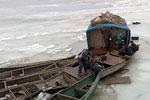 СРОЧНО: В Атырау, из-за непогоды, приостановлена эвакуация попавших в ледяной плен рыбаков
