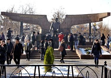 В Алматы открыта монументально-скульптурная композиция «Қазақстан»