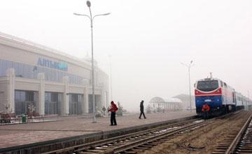 Новая линия позволит значительно укрепить позиции Китая - глава Урумчийского железнодорожного управления