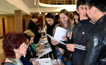 В Атырау трудоустроено более 600 молодых людей