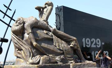 Памятник жертвам голодомора воздвигнут в Павлодаре