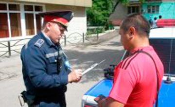 В Атырау налоги с автомобилистов помогают взыскать полицейские