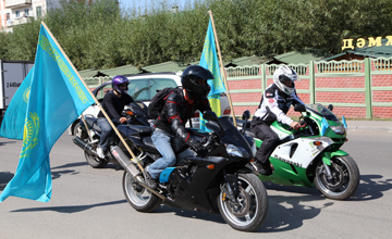 Astana youth organized motor rally to celebrate Constitution Day