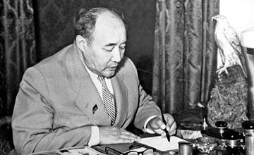 В Алматы в Республиканском музее книги открылась выставка, посвященная 115-летию Мухтара Ауэзова