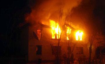 В Атырау пожарным потребовалось около часа, чтобы начать борьбу с огнем