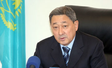 Аким Атырауской области предложил расклеивать «позорные плакаты»