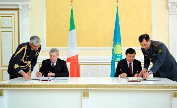 Казахстан и Италия подписали соглашения о транзите военного имущества и персонала из Афганистана через территорию РК