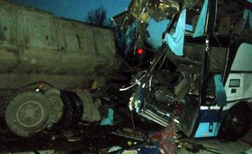 ШҰҒЫЛ: «Алматы - Шымкент» тас жолында жолаушылар автобусы КамАЗбен соқтығысты, 5 адам қаза тауып, 11-і жарақаттанды
