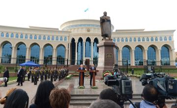 Президенты Казахстана и Узбекистана официально открыли памятник Абаю и новое здание посольства