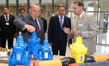 В Атырау Президент РК побывал на строящемся заводе трубопроводной арматуры, аналогов которому нет в СНГ