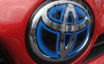 Toyota үш жүз мыңнан астам көлігін қайта шақыруда