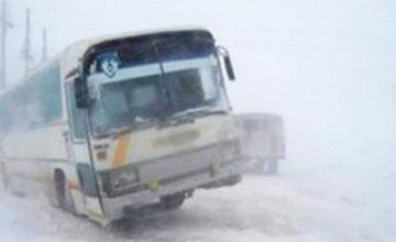 Қызылордалық полицейлер 51 жолаушыны боран қыспағынан құтқарды