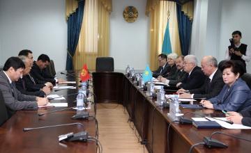 Глава ЦИК Казахстана встретился с кыргызским коллегой