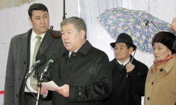 Алматыда Тұманбай Молдағалиевтің құрметіне мемориалды тақта орнатылды