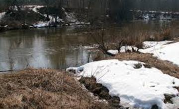 В Зыряновском районе ВКО отводят талые воды  из-за угрозы подтопления населенных пунктов