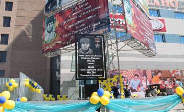 Накануне Дня Победы в Усть-Каменогорске открыли мемориальную стелу - в честь Героя Советского Союза Владимира Мызы