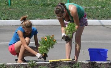 Для школьников на время летних каникул в Усть-Каменогорске создали Центр трудоустройства