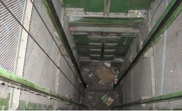 «Әл-Фараби» тұрғын үй кешенінде ер адам лифт шахтасына құлап мерт болды - Алматы