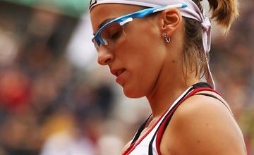 Shvedova overpowers Kanepi to stroll into 3rd round of Wimbledon
