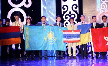 IPho: Kazakhstan students Amir Bralin, Nurislam Tursynbek and Isa Danat win gold medals