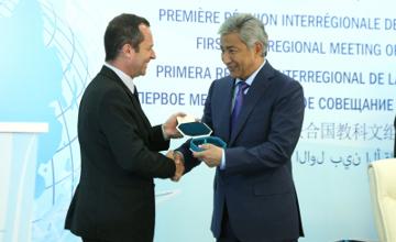 И. Тасмагамбетов награжден медалью ЮНЕСКО «Шелковый путь»