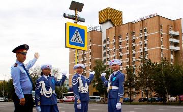 Елордалық полицейлер балаларға жолда жүру ережелерін түсіндіреді