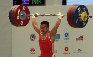 Солтүстік Корея спортшысы ауыр атлетикадан Әлем чемпионатының алғашқы алтынын еншіледі - Алматы
