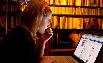 Web 'undermine girls' self-esteem'