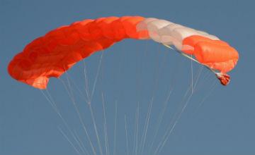 Жүзге толған әже мерейтойында парашютпен секірді