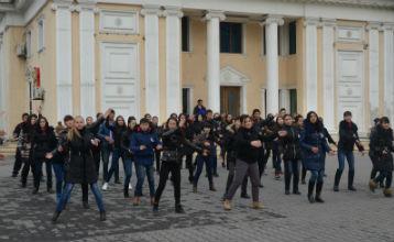 Студенттер полицейлермен бірге жол-көлік апатының алдын алу шарасын ұйымдастырды - Алматы облысы