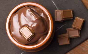 Италияда ұрланған 50 тонна Швейцария шоколады табылды