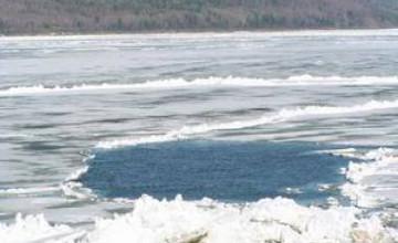 ШҚО құтқарушылары мұз астына 4 метр тереңдікке батып кеткен көлікті алып шықты