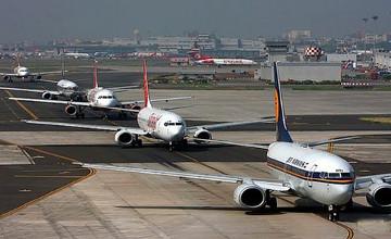 Нью-Делиде 200-ден астам әуе рейстері мен 560-тан астам пойыз бағыттары кейінге шегерілді