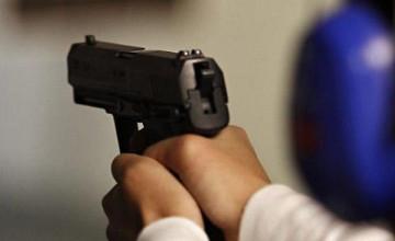 В Астане двое мужчин, угрожая пистолетом, похитили терминал