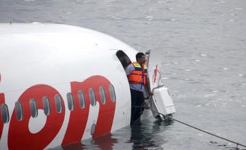 AirAsia әуе кемесі ұшқыштарының мүрделері табылды
