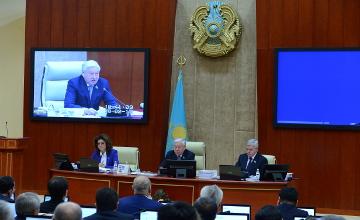 Мажилис обратился к Главе государства с просьбой поддержать инициативу Совета АНК о проведении внеочередных президентских выборов