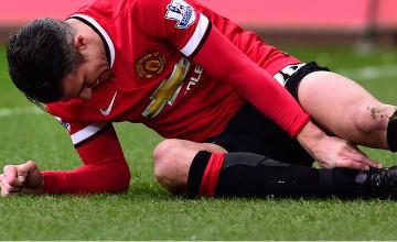 Robin van Persie: Man Utd striker on crutches after Swansea defeat