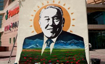 Шымкентские художники нарисовали портрет Н.Назарбаева в честь его победы на выборах