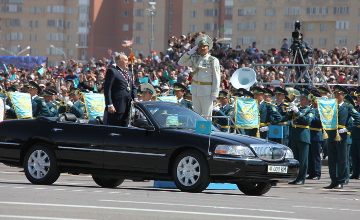 Commander-in-Chief of Kazakh armed forces Nazarbayev observes military parade