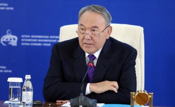 纳扎尔巴耶夫:国家建设
