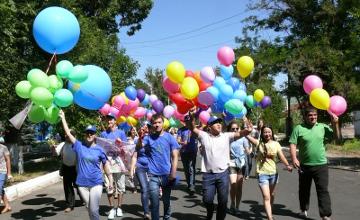 В Таразе молодежь запустила в небо воздушные шары в честь Дня столицы (ФОТО)