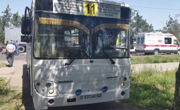 В Алматы автобус насмерть сбил женщину