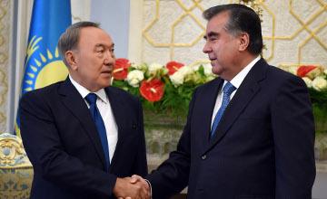 Qazaqstan men Tájikstan prezıdentteriniń kólissózderinen keıin birqatar qujattarǵa qol qoıyldy