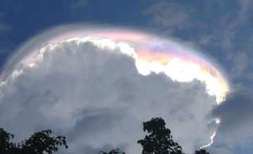 Земляне увидели в небе «божественное» облако (ВИДЕО)