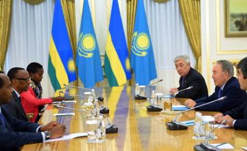 纳扎尔巴耶夫会见卢旺达总统卡加梅