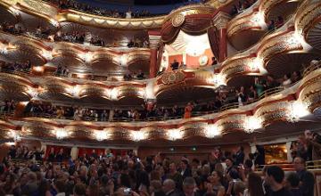 纳扎尔巴耶夫总统观看歌剧《阿拜》