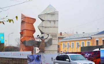 Алматы әкімдігінде «Тәуелсіздік таңы» ескерткіші неге қоршауға алынғанын түсіндірді